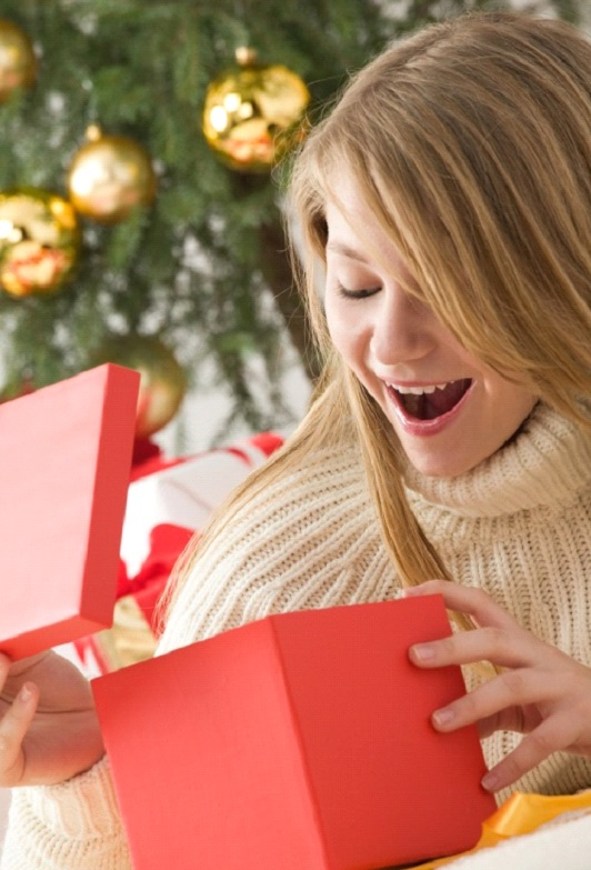 boyfriends listen up what to give your girlfriend for christmas - What To Give Your Girlfriend For Christmas